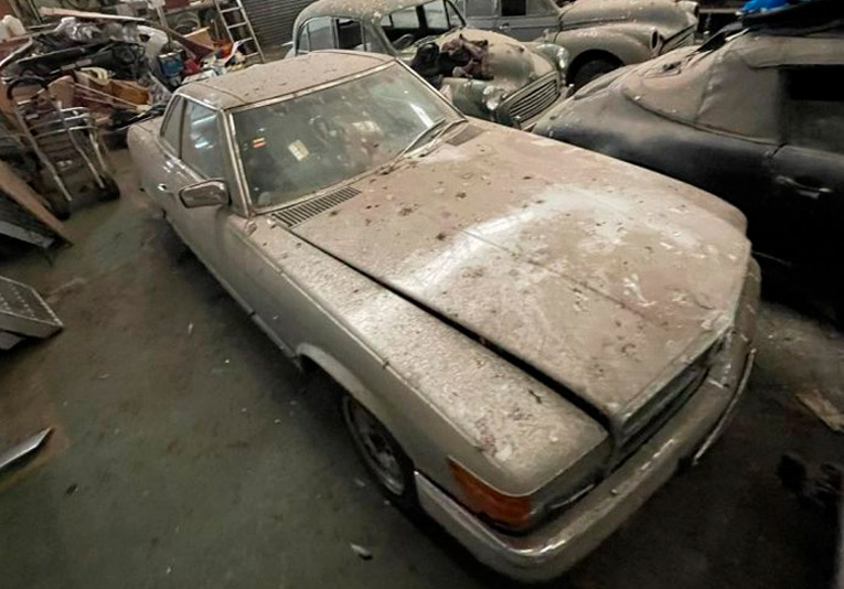 Subastan autos clásicos abandonados